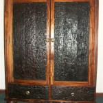 Cabinets: 2 Door foldaway TV Unit